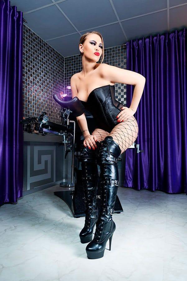 2021-06-23-mistress-luna-13